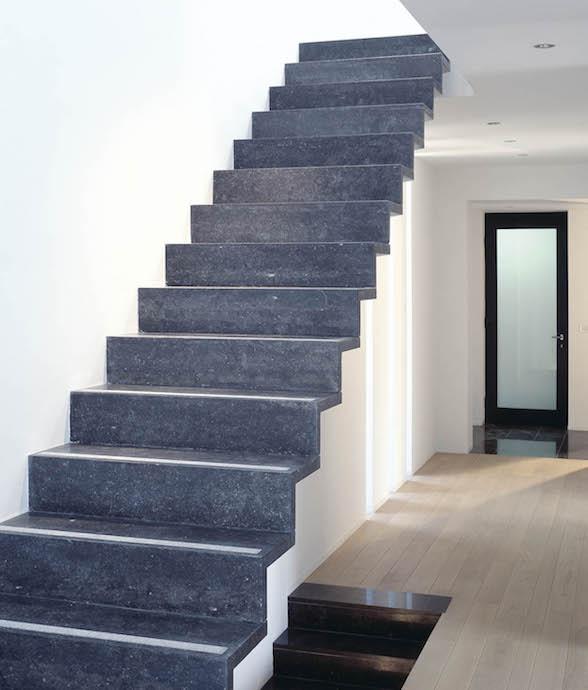 escalier interieur pierre bleue